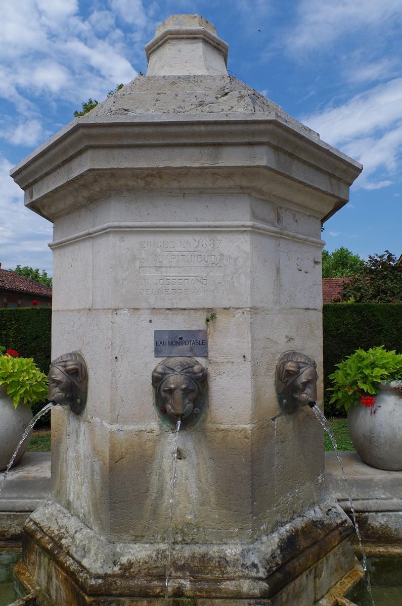 Fontaine des 3 jets, Treffort
