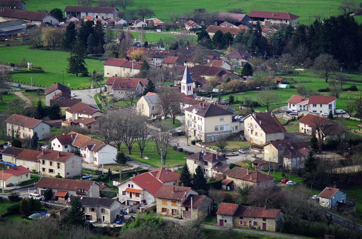 Pressiat le village